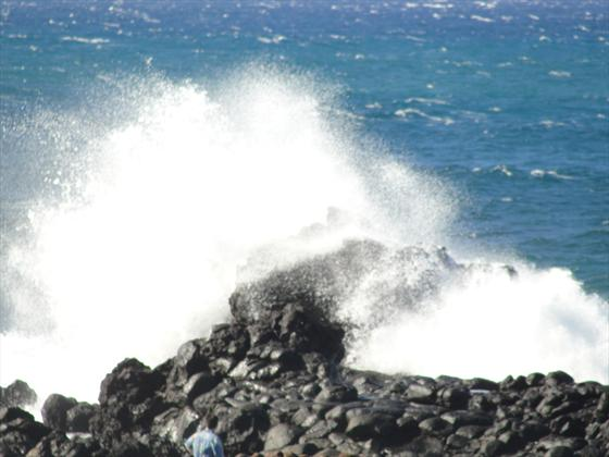 Waves crashing @ Mo'omomi Bay